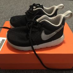 Nike Roche One toddler. Nike Roche One toddler. Great condition Nike Shoes Athletic Shoes