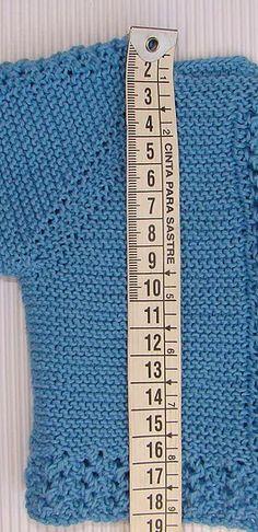 puntomoderno.com Crochet Baby Poncho, Crochet Beanie Pattern, Crochet Amigurumi Free Patterns, Creative Knitting, Knitting For Kids, Baby Knitting, Popular Crochet, Crochet Buttons, Baby Vest