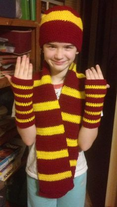 Beanie hat, Scarf, Fingerless Glove/Wristwarmers Crochet in Smoke-Free home Available in: Gryffindor, Slytherin, Ravenclaw, Hufflepuff Colors