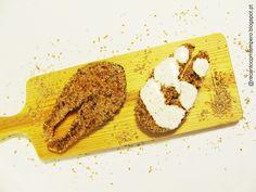 Salmão com crosta de sementes [e molho de iogurte]