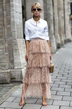 That skirt is stunning! I want it 👠 Stylish outfit ideas for women who love fashion! Fashion Mode, Look Fashion, Skirt Fashion, Fashion Trends, Street Fashion, Trendy Fashion, Fashion Outfits, Fashion Styles, Look Street Style