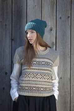 You can use either Novita 7 Veljestä yarn or Novita Suomivilla (Finnwool) yarn to knit this cozy and warm beanie . Fair Isle Knitting, Knitting Socks, Free Knitting, Knitted Hats, Knitting Patterns, Knitting Ideas, Crochet Mandala, Knit Crochet, Crochet Hats