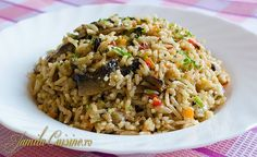 Pilaf de orez cu ciuperci – reteta video Main Dishes, Side Dishes, Romanian Food, Romanian Recipes, Easy Weeknight Meals, Healthy Cooking, Fried Rice, Healthy Lifestyle, Youtube