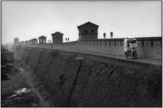 CHINA:Shanxi province. City of PINGYAO, 2001 Wall of the city.© Martine Franck/Magnum Photos