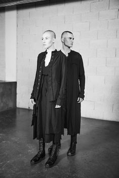 Crossing the lines between masculinity and femininity making you feel shamelessly at ease. Slow Fashion, Autumn Fashion, Deconstruction Fashion, Conceptual Fashion, Simple Style, My Style, American Gothic, Contemporary Fashion, How Are You Feeling