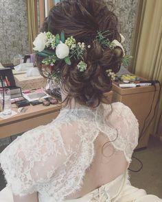 いいね!1,001件、コメント1件 ― マリさん(@brillantmari)のInstagramアカウント: 「* * wedding 🌿 hair * * #マリhair #浜松市」 Cute Hairstyles, Wedding Hairstyles, Flower Hairstyles, Bridal Makeup, Bridal Hair, Wie Macht Man, Flowers In Hair, Bridal Accessories, Bridal Style