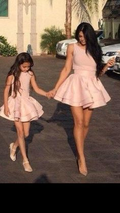 53 new ideas for baby girl cute outfits mother daughters Mother Daughter Photos, Mother Daughter Fashion, Mom Daughter, Mother Daughters, Mother Son, Baby Girl Dresses, Baby Dress, Pink Dresses, Mode Outfits