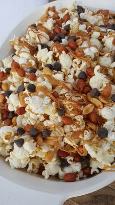 Movie snacks for the kids tonight, but thought I'd share since this would be fun for your parties too! What I did: Air popped, popcorn (non-gmo) Just slightly Healthy Popcorn, Popcorn Recipes, Healthy Sweets, Snack Recipes, Healthy Recipes, Healthy Food, Popcorn Snacks, Healthier Desserts, Popcorn Mix