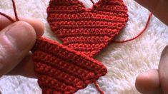 cuore portachiavi all'uncinetto con bordino di perline prima parte