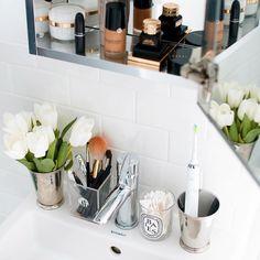 50 Bliliant and Easy Bathroom Organization Ideas - wholiving Diy Home, Home Decor, Simple Bathroom, Master Bathroom, Dyi Bathroom, Bathroom Cabinets, Bathroom Organization, Organization Ideas, Storage Ideas