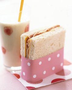 Enrouler un carton coloré sur un sandwich: brillant!