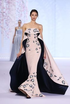 Ralph & Russo: http://www.stylemepretty.com/2016/01/28/paris-couture-spring-summer-2016/