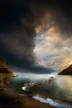 """wasn't sure whether to put this in the """"Amazing Skies"""" board or """"Waterscapes""""  BEAUTIFUL, either way"""