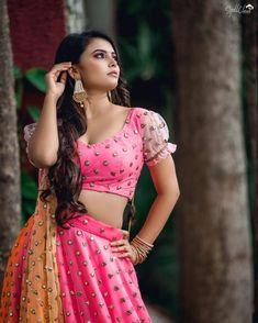 Lehenga Style, Lehenga Blouse, Lehenga Choli, Anarkali, Beautiful White Dresses, Beautiful Saree, Yellow Lehenga, Indian Skirt, Silhouette Photography