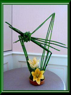 Juste de la prêle et 2 fleurons de lys Arrangements Ikebana, Ikebana Flower Arrangement, Church Flower Arrangements, Floral Arrangements, Flower Arrangement Designs, Flower Designs, Deco Floral, Floral Design, Art Floral
