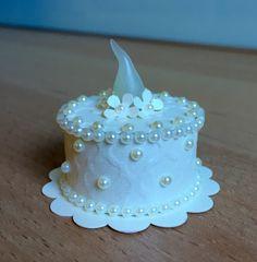 """White Wedding"" Tea Light Cake (made by Kim)"