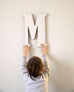 """Kartónová písmena od A do Z vysoká 40cm Od 3ks písmen volte prosím poštovné """"Balík do ruky"""" 105,-Kč. Děkuji. Možnost vyřezání všech písmen z abecedy a číslic. Text, písmena nebo čísla prosím uveďte do objednávky. Čárky, háčky nebo tečky nejsou problém také vyřezat, pouze je třeba uvést, zda mají být spojeny s písmenem nebo budou samostatné. Písmeno je ..."""