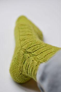 Rainbow Project : Des vertes et des pas mûres   Rainbow Project, Socks, Projects, Knitting Socks, Sheep, Green, Log Projects, Sock, Stockings