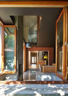 Cracking home, I. MAKE Architecture
