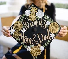 Check out this list of graduation cap ideas to make for your graduation. There are some really creative graduation cap designs for all interests! Custom Graduation Caps, Graduation Cap Toppers, Graduation Cap Designs, Graduation Cap Decoration, Graduation Party Decor, Grad Cap, Graduation Gifts, Graduation Ideas, Graduation Photoshoot