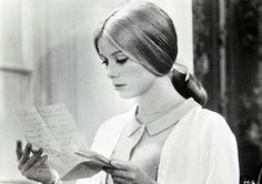 Catherine Deneuve dans Les parapluies de Cherbourg(Jacques Demy, 1964).