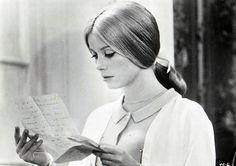 Catherine Deneuve dans Les parapluies de Cherbourg(Jacques Demy, 1964). Looks like my mother!