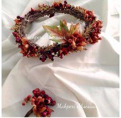 Damat yaka çiçeği ile sonbahar gelin tacı