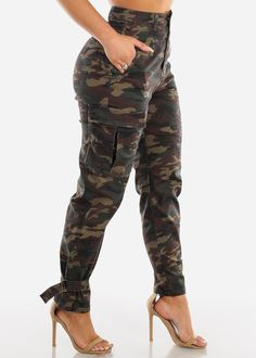 Cargo Pants Outfit, Cargo Pants Women, Pants For Women, Clothes For Women, Mode Camouflage, Camouflage Cargo Pants, Camo Pants, Mode Outfits, Sexy Outfits