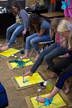 Montessori'ye uygun okul öncesi 25 aktivite Evde yapılabilecek 20 okul öncesi aktivite<br> Montessori okul öncesi eğitime çok şey kattı. Ezbere dayalı olmayan kaslarla beynin her hücresinin de çalıştığı sistemde çocuklar eğlenerek öğreniyor. Montessori okul öncesi aktivitelerinde çok fazla çeşit var bunların çoğu için para harcamaya gerek yok evdeki malzemelerle tya da çok ucuza satın alacağınız malzemelerle evde harika okul öncesi aktiviteleri yapabilirsiniz. Arts And Crafts For Adults, Arts And Crafts House, Crafts For Kids, Arts And Crafts Interiors, Arts And Crafts Furniture, Kids Party Games, Games For Kids, Children Games, Art And Craft Videos