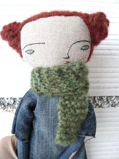 Muñeca pelirroja con pelo trenzado de alpaca y lana merino cosido a mano y vestido vaquero. 32 cm de AntonAntonThings en Etsy