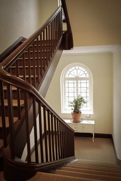 beige warmgrey staircase farbgestaltung treppenhaus treppenhaus pinterest treppen. Black Bedroom Furniture Sets. Home Design Ideas