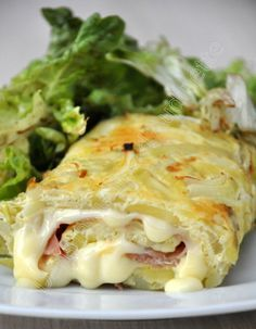 Omelette rolled tartiflette way. is too hot it's not the sai … – The most beautiful recipes Tortilla Enrollada, Tortillas, Omelette Roulée, Breakfast Fruit Salad, Egg Dish, Cooking Recipes, Healthy Recipes, Best Breakfast Recipes, Savoury Dishes