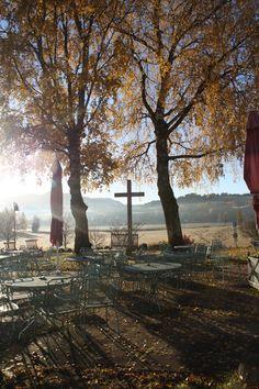 Novembermorgen auf der Seeterrasse  Bad Bayersoien, Ammergauer Alpen, Bayern ** November morning, lake terrace, Parkhotel, Bavaria
