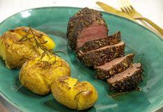 Szűzpecsenye borskéregben főtt-sült krumplival   NOSALTY Meat Recipes, Baked Potato, Sausage, Pork, Potatoes, Baking, Ethnic Recipes, Kale Stir Fry, Sausages
