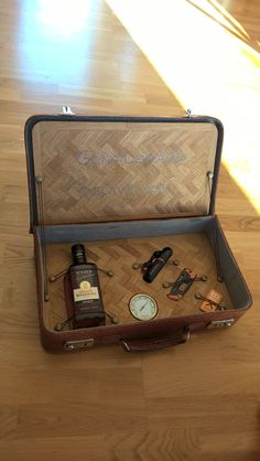 Made this to my dads 50th birtday. Gentlemans survival kit.   Made by; Trond Olsen