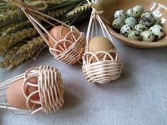 Hnízdečko na kraslici / Zboží prodejce Jalis   Fler.cz Newspaper Basket, Newspaper Crafts, Book Crafts, Diy And Crafts, Flax Weaving, Weaving Art, Handmade Christmas, Christmas Crafts, Popsicle Stick Crafts House