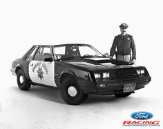 In the California Highway Patrol purchased 400 Mustangs from the the Downtown Ford, Inc., Sacramento to use them as pursuit cars. Old Police Cars, Ford Police, State Police, Armored Vehicles, Police Vehicles, Radios, Fox Mustang, California Highway Patrol, 4x4