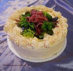 Kääpiölinnan köökissä: Kinkku-salamivoileipäkakku Chili, Cake, Desserts, Food, Red Peppers, Pie Cake, Meal, Chile, Cakes