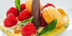 Salade de fraises rondes françaises, basilic et citron