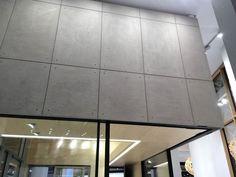 Fassade mit Sichtbeton - Rollbeton auf MDF Platten - gefast. Tile Floor, Concrete, Flooring, Inspiration, Uni, Interior, Bakery, House, House Siding