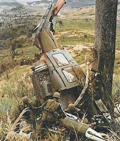 Helicopter crashed in Vietnam Vietnam History, Vietnam War Photos, Military Art, Military History, Military Diorama, American War, American History, Indochine, North Vietnam