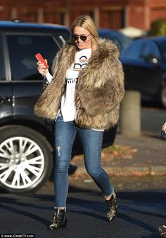 Check out the shoes: A pair of skinny jeans and black patent boots with gold detail were the finishing touches Alex Curran, Alex Gerrard, Baby Cover, Blonde Beauty, Baby Bumps, Fur Coat, Husband, Skinny Jeans, T Shirt