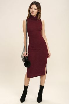 Post up at the cafe in true Parisian style with the Streets of Paris Wine Red Bodycon Sweater Dress! Lightweight knit forms to a relaxed turtleneck, sleeveless bodycon bodice, and midi skirt with notched hem.