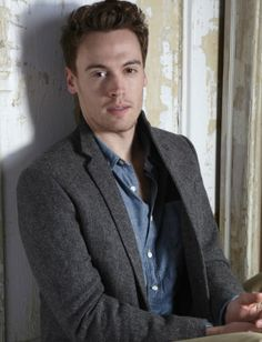 Erich Bergen has the voice (and looks!) of an angel