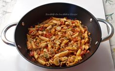Piept de pui cu ciuperci si paste Romanian Food, Paella, Deserts, Paste, Food And Drink, Yummy Food, Cooking, Breakfast, Healthy