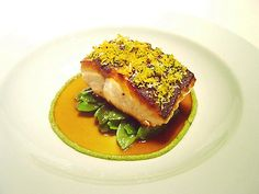 salmon-a-la-sal-con-tirabeques-pistachos_verdes_y_aroma_de_citricos3