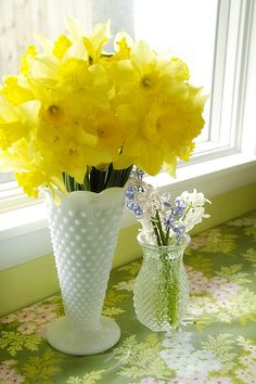 This photo reminds me of my grandma's house in the spring. Right down to the dotted white vase.