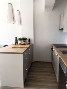 Best Indoor Garden Ideas for 2020 - Modern Sage Green Kitchen, White Kitchen Decor, All White Kitchen, Kitchen Island Storage, Blue Kitchen Cabinets, Kitchen Island With Seating, Knoxhult Ikea, Ikea Deco, Painted Kitchen Tables