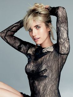 Emma Roberts stars as a cover girl for the January 2016 issue of Allure magazine, photographed by Patrick Demarchelier and styled by Paul Cavaco. Emma Roberts Style, Julia Roberts, Beautiful Celebrities, Beautiful People, Beautiful Women, Celebrity Eyebrows, Beauté Blonde, Patrick Demarchelier, Emma Rose