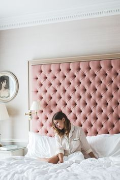 A headboard is an important part of your bed because it can make a statement, add color and be functional! Here are some chic upholstered headboard ideas that will add texture to any bedroom. Home Bedroom, Bedroom Furniture, Bedroom Decor, Bedroom Ideas, Budget Bedroom, Bedroom Designs, Diy Pink Furniture, Dream Bedroom, Black Furniture